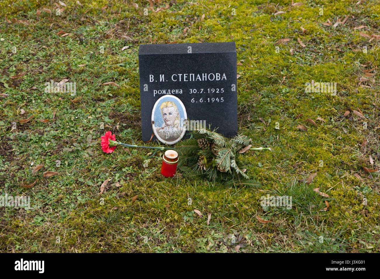 Photograph of Soviet civilian Vera Stepanova on the ground of the Soviet War Memorial at the Central Cemetery in - Stock Image