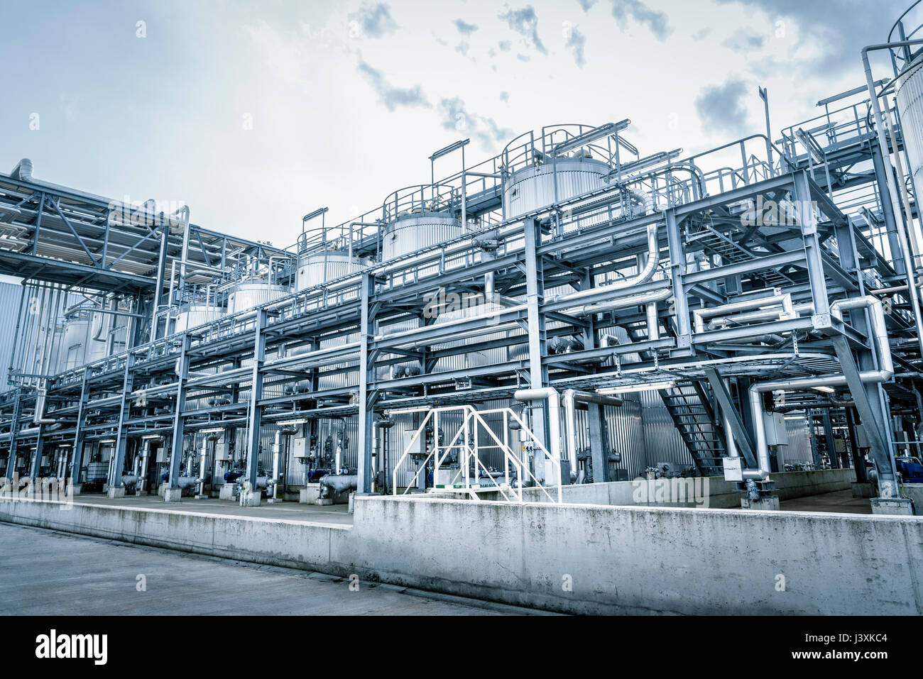 Tanks and pipes in oil blending plant, Antwerp, Belgium, Europe - Stock Image