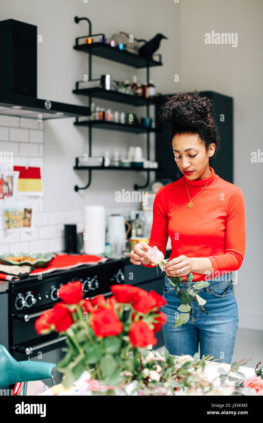 Florist preparing roses for flower arranging workshop - Stock Image