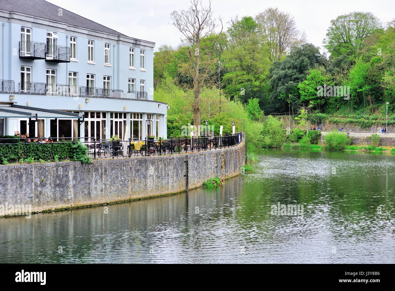 Inn along the River Nore in Kilkenny, Ireland. An ancient city, Kilkenny boasts a medieval mile and is full of historic - Stock Image