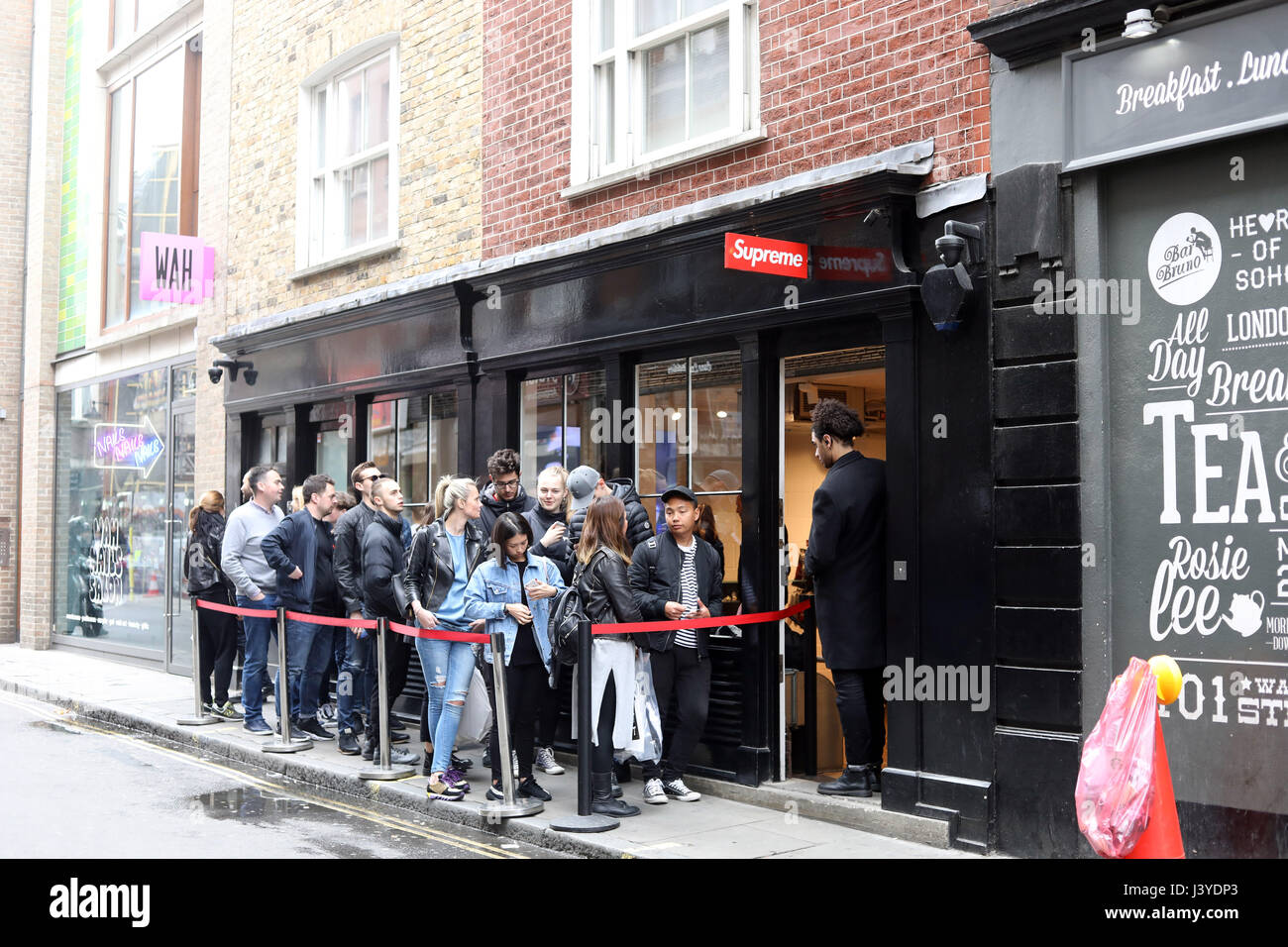 Supreme shop in Soho 5e39c539d4