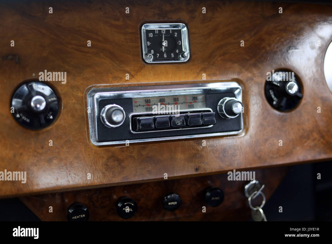 old style car radio vintage Stock Photo: 140130643 - Alamy
