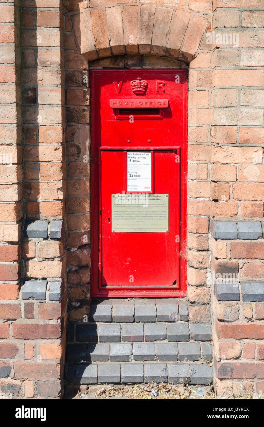 Old wall-mounted Royal Mail post box which has a memorial to Sergeant Albert Gill VC who was a postal worker and - Stock Image