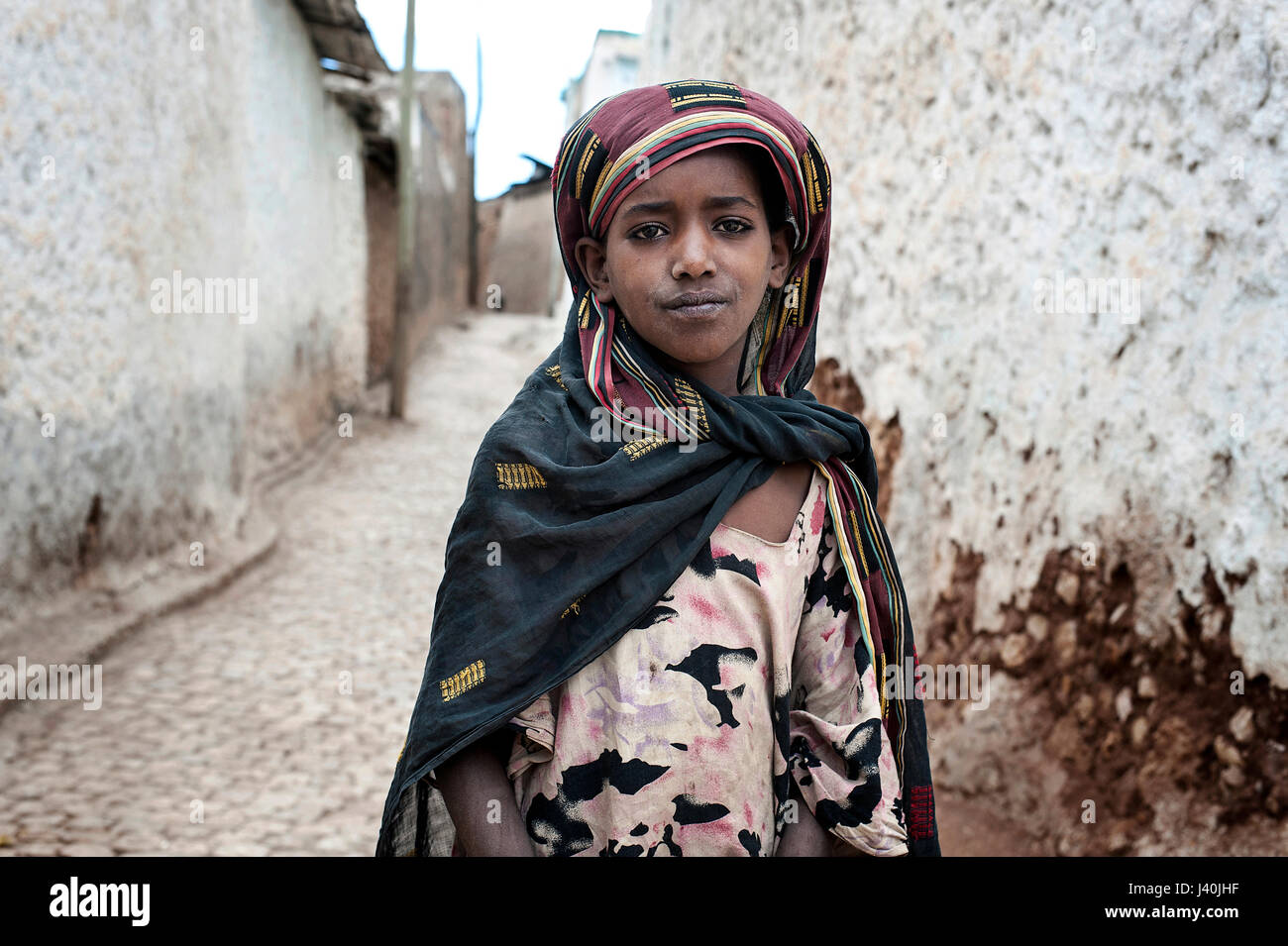 HARAR - ETHIOPIA - DECEMBER 25, 2012  standing portrait of a young muslim girl in the streets of Harar, Ethiopia - Stock Image
