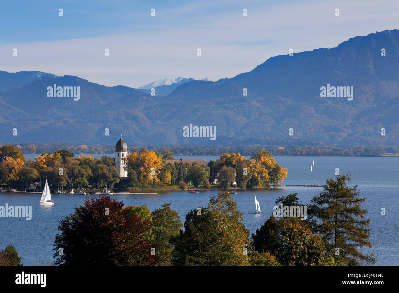 Sailing boats on Chiemsee at Fraueninsel, near Gstadt, Chiemsee, Chiemgau region, Bavaria, Germany Stock Photo