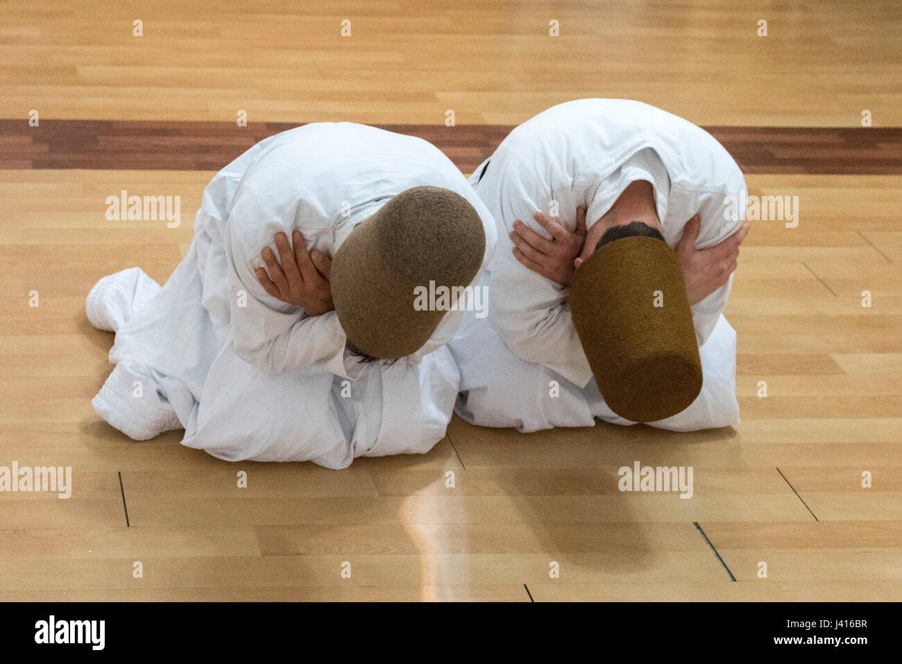 Dervishes bowing at Yaqup Baba of Fatih, Istanbul, TURKEY -  18/12/2016. In Istanbul's neighbourhood of Fatih, Yakup - Stock Image
