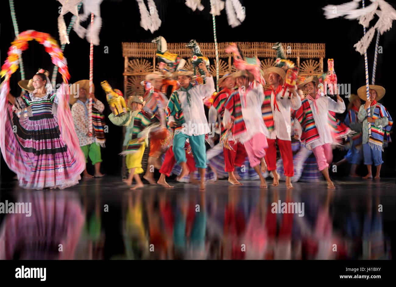 Dancers in a show wearing colourful costumes, culture, entertainment, Villa Escudero, Manila, Luzon, Philippines, - Stock Image