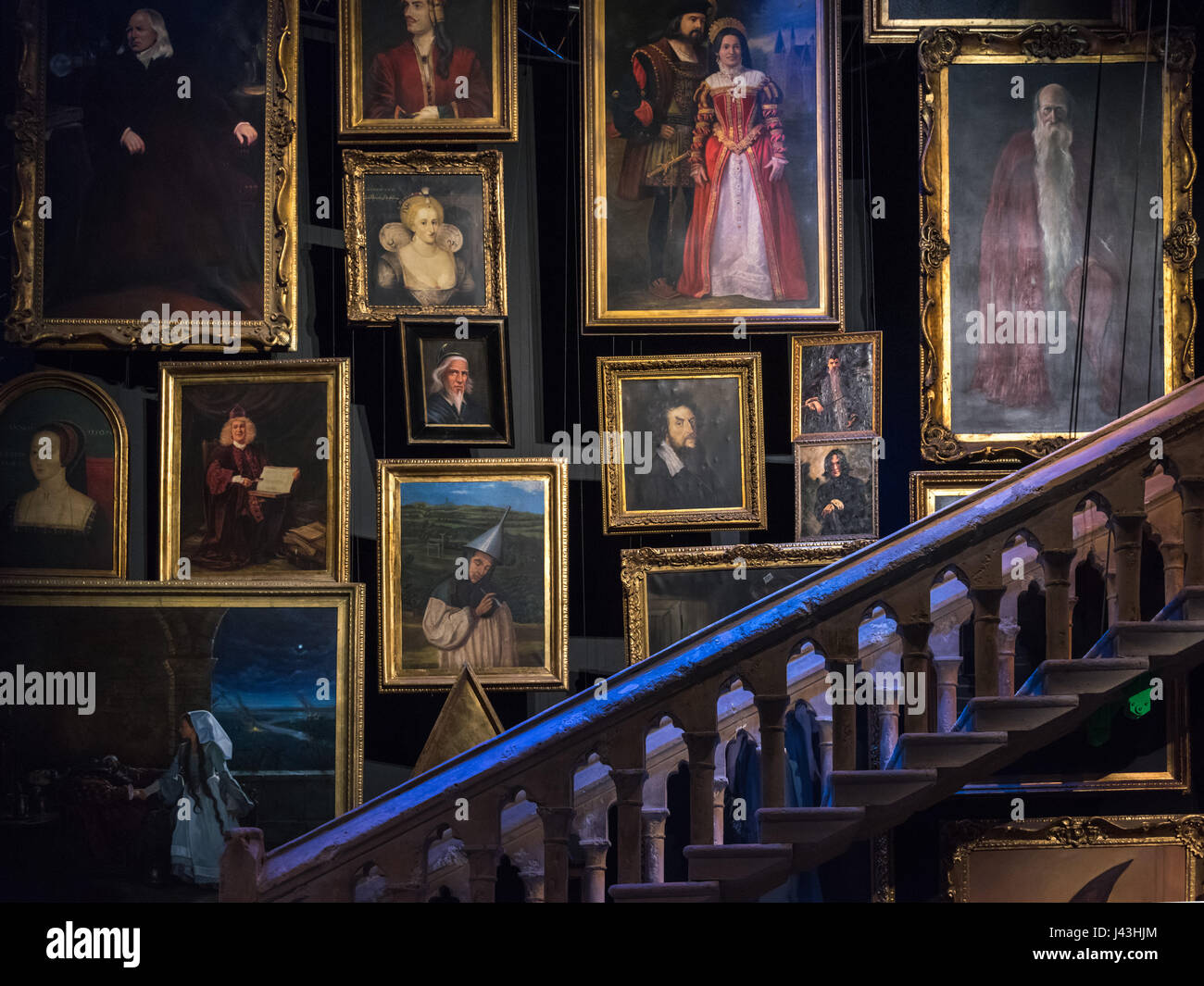 Harry Potter Staircase : Staircase portraits making of harry potter warner bros
