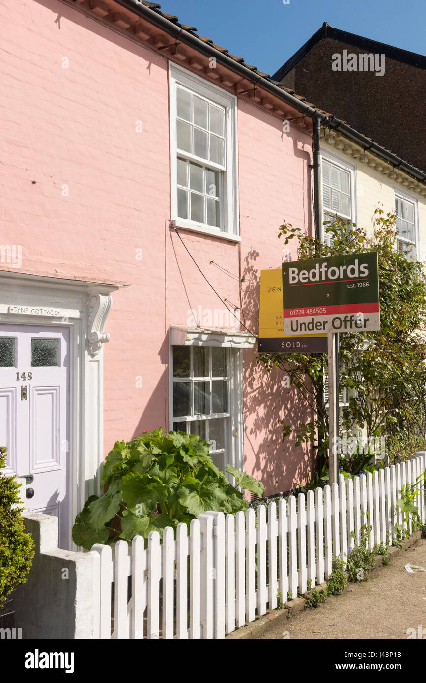 A house for sale in Aldeburgh East Anglia Suffolk Uk with a for sale board outside - Stock Image