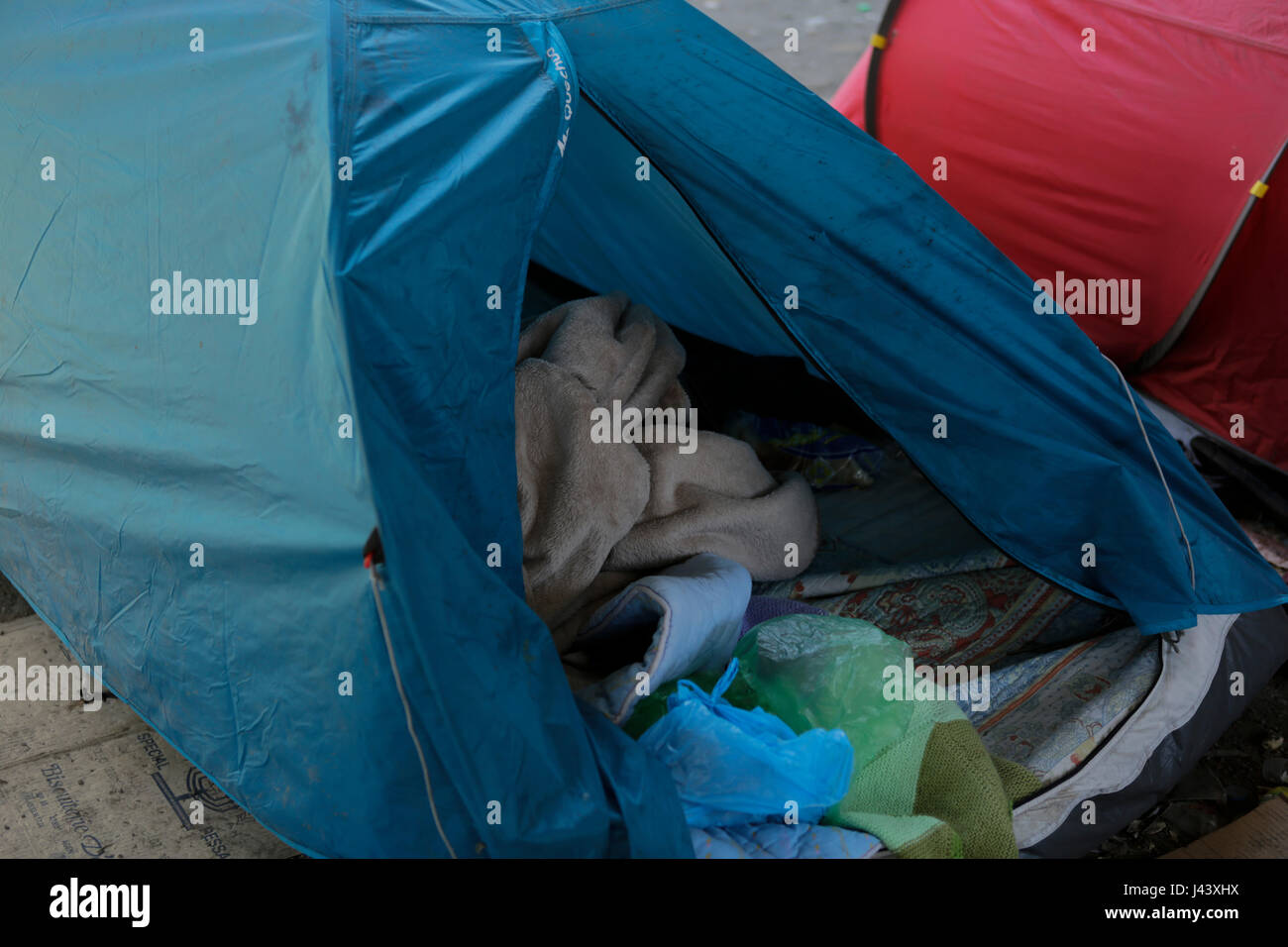 Paris, France. 9th May 2017. The refugees had to leave their tent s they were when they got evicted. City officials - Stock Image