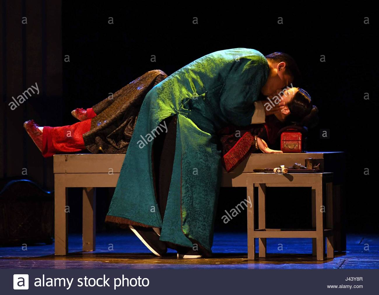 Fuzhou, China. 07th May, 2017. The drama the Golden Lock adapted from the novel by Eileen Chang and starred by Hong - Stock Image