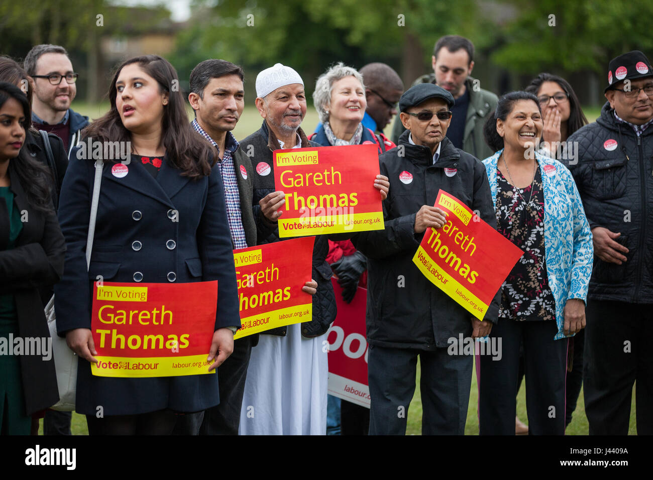 London, UK. 9th May, 2017. Labour Party members campaign in South Harrow for Gareth Thomas, Labour and Co-operative - Stock Image