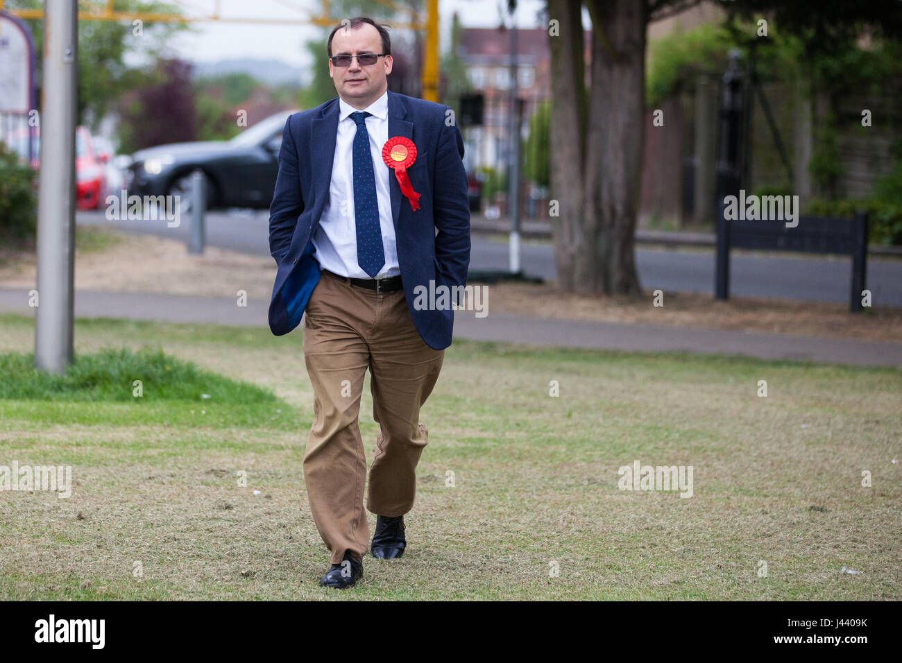 London, UK. 9th May, 2017. Gareth Thomas, Labour and Co-operative candidate for Harrow West, arrives for a campaign - Stock Image