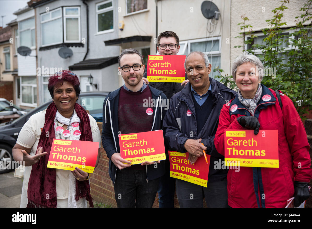 London, UK. 9th May, 2017. Councillor Kairul Kareema Marikar and fellow Labour Party members canvas support in South - Stock Image