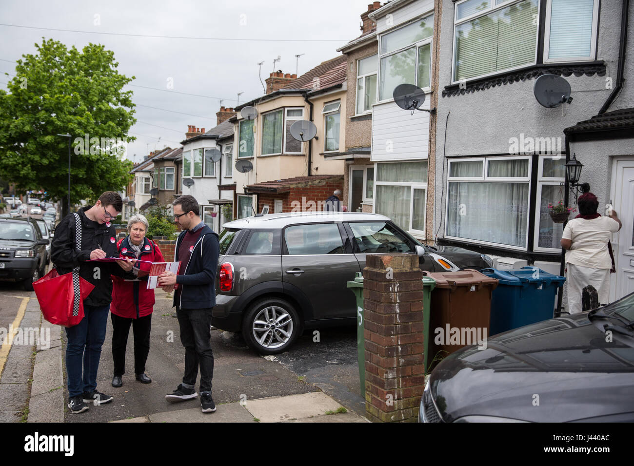 London, UK. 9th May, 2017. Labour Party members canvas support in South Harrow for Gareth Thomas, Labour and Co - Stock Image