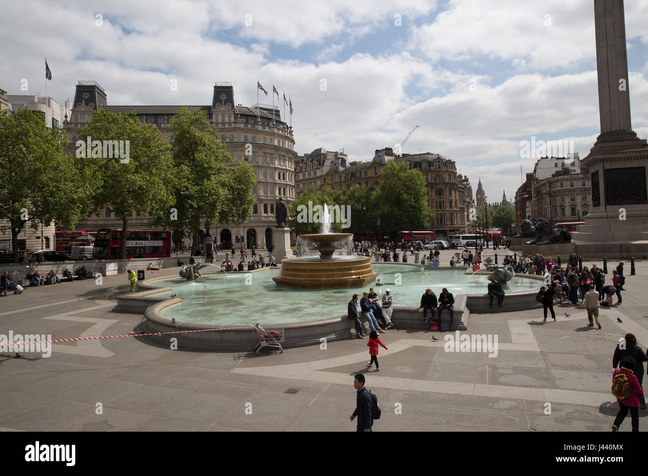 London, UK. 9th May, 2017. Sunny in Trafalgar Square in London Credit: Keith Larby/Alamy Live News - Stock Image