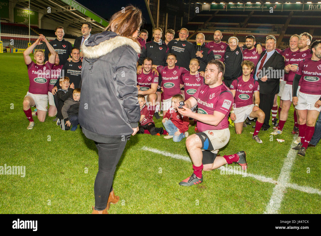 Leicester, UK. 9th May, 2017. Matt Cox proposes to girlfriend Beth immediately after his Melton Mowbray RFC team - Stock Image