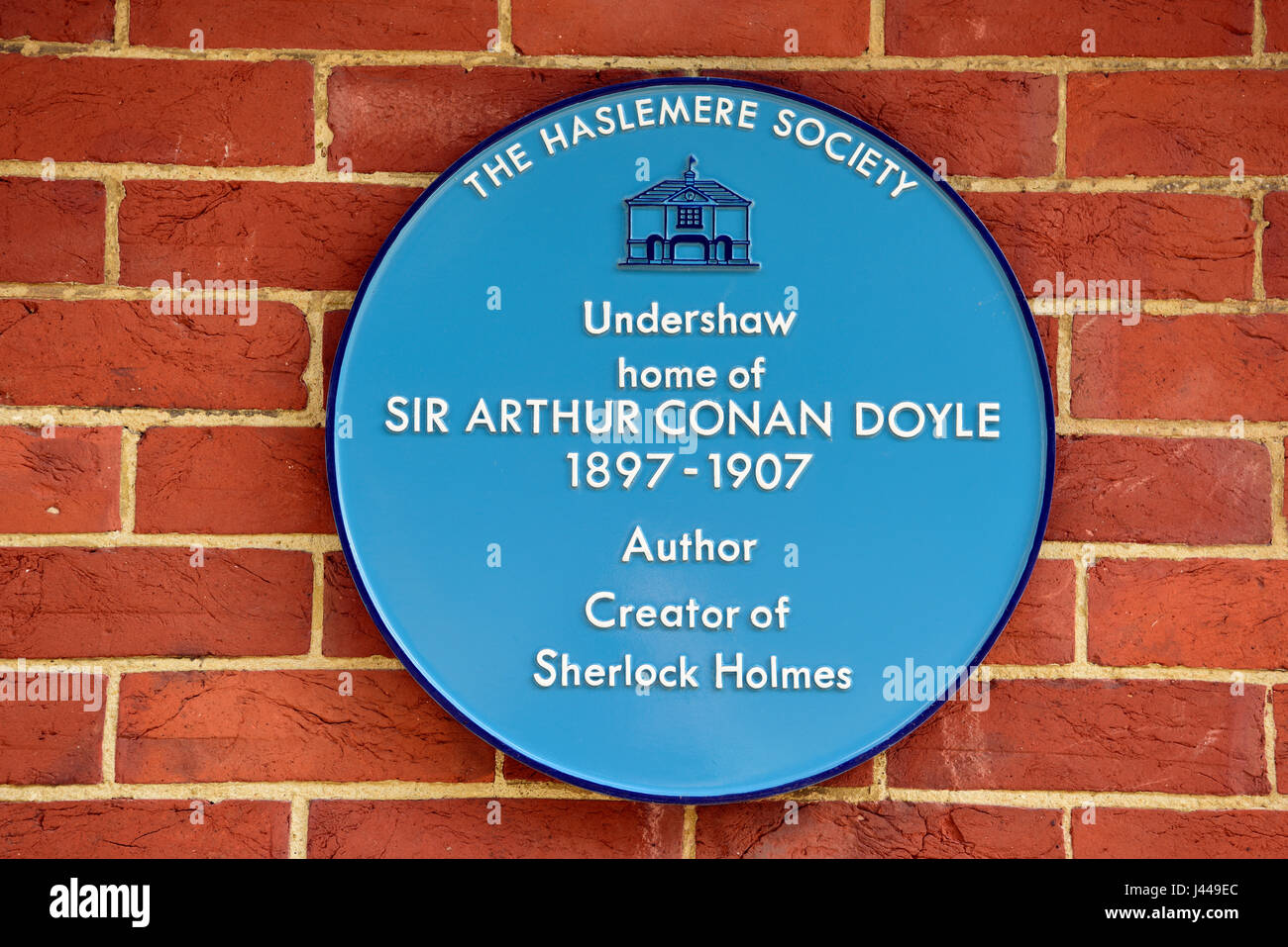 Blue Plaque on wall of former home of the late Sir Arthur Conan Doyle (22 May 1859-7 July 1930) who lived at Undershaw - Stock Image
