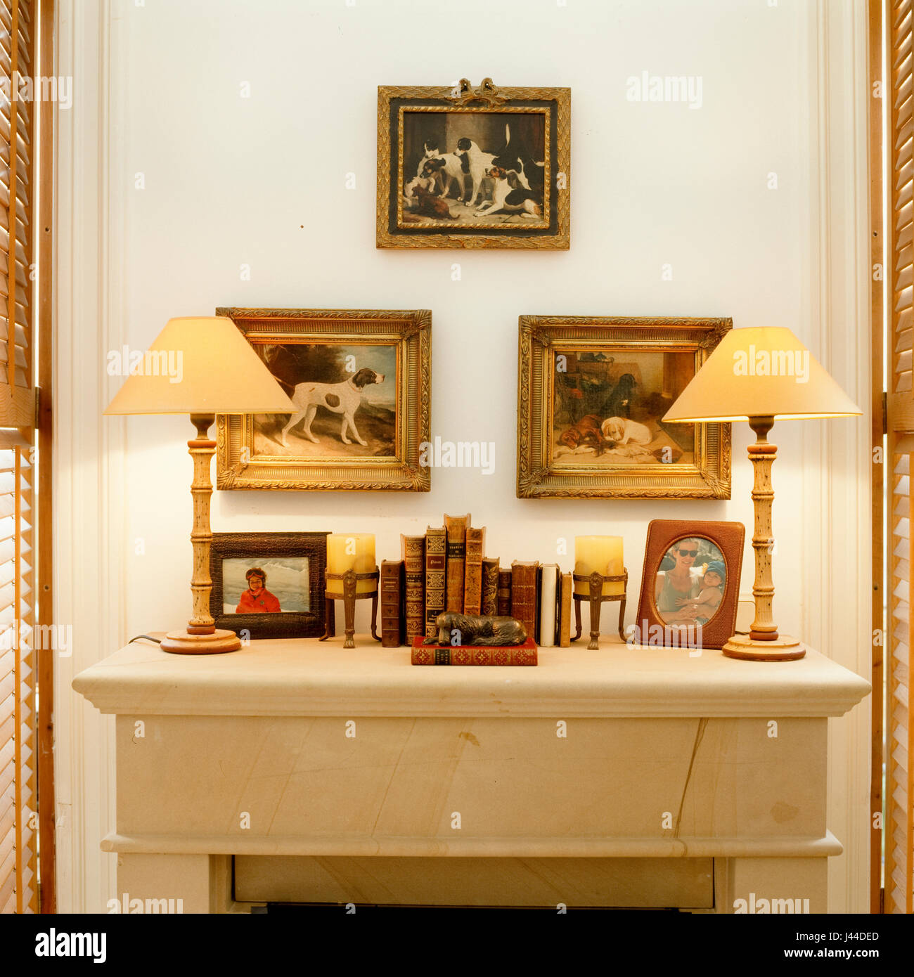 Mantelpiece with vintage lamps and art - Stock Image