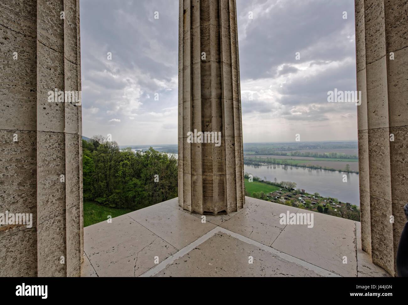 Walhall galt nach germanischem Glauben als eine Art Kriegerparadies.Walhall - die Halle der toten Krieger.Architekt Stock Photo
