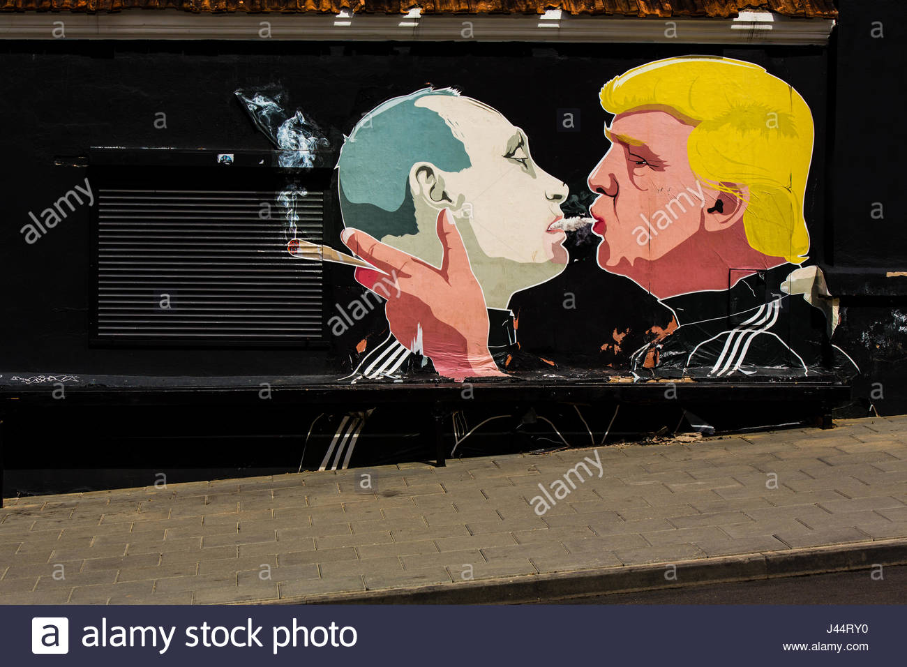 Graffiti 'Trump and Putin sharing a joint', Vilnius, Lithuania, 24 april 2017 with property release - Stock Image