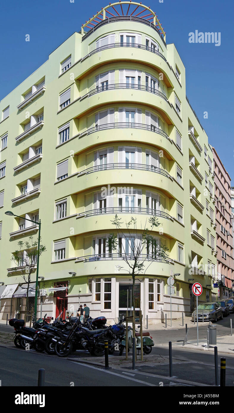 Streamline, art-deco building elegantly sweeping round an acute angle street intersection, Lisbon, Portugal - Stock Image