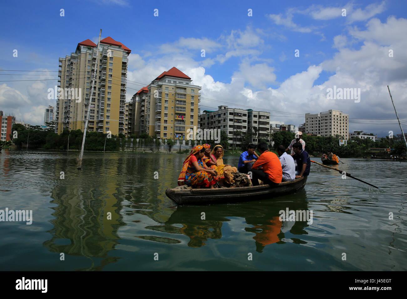 Dwellers of Korail Slum cross the Gulshan Lake. Dhaka, Bangladesh  - Stock Image