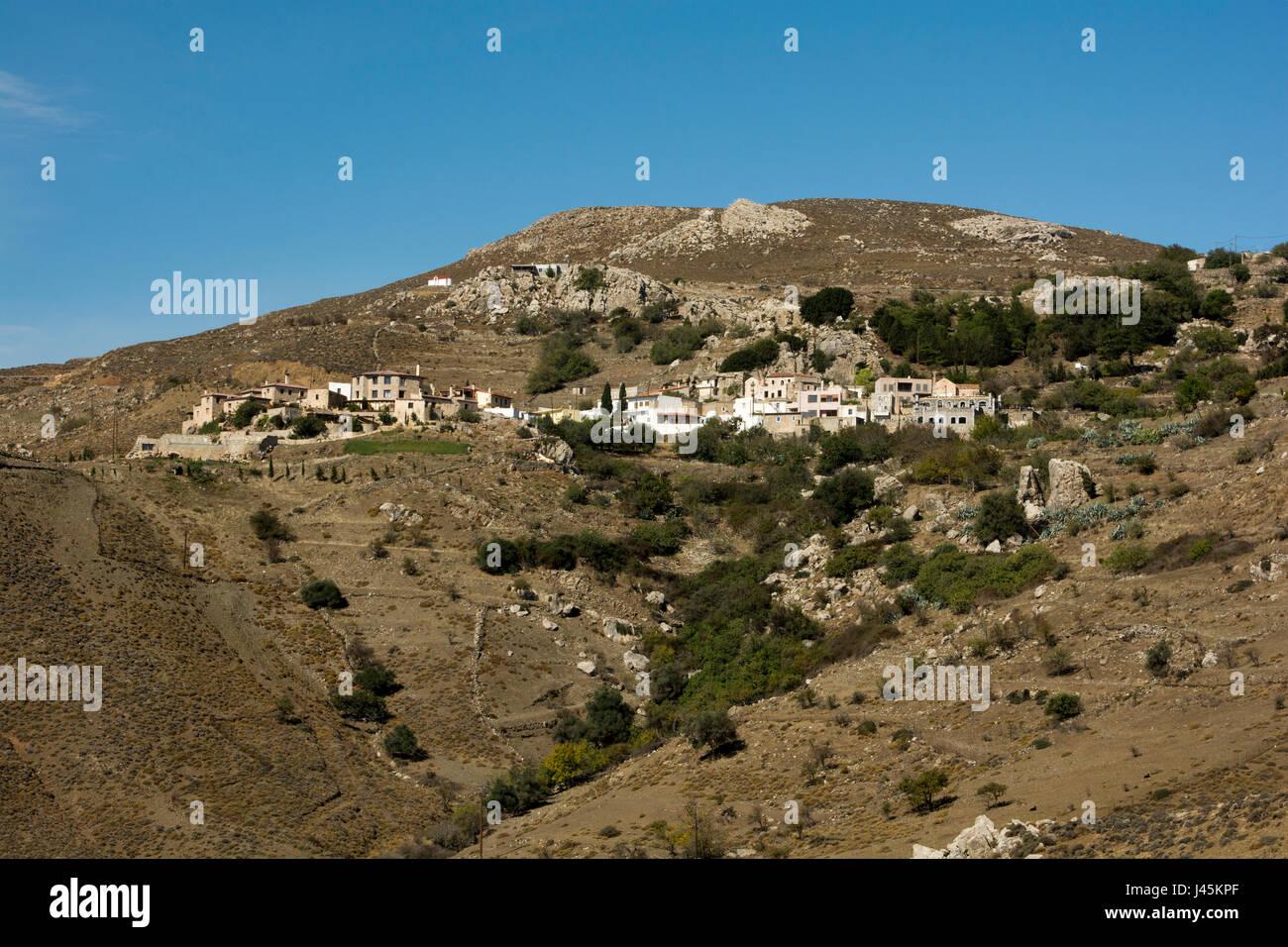 The mountain village Ano Kapetaniano lies high above the Libyan Sea at the south coast of Crete..  Das Bergdorf Stock Photo