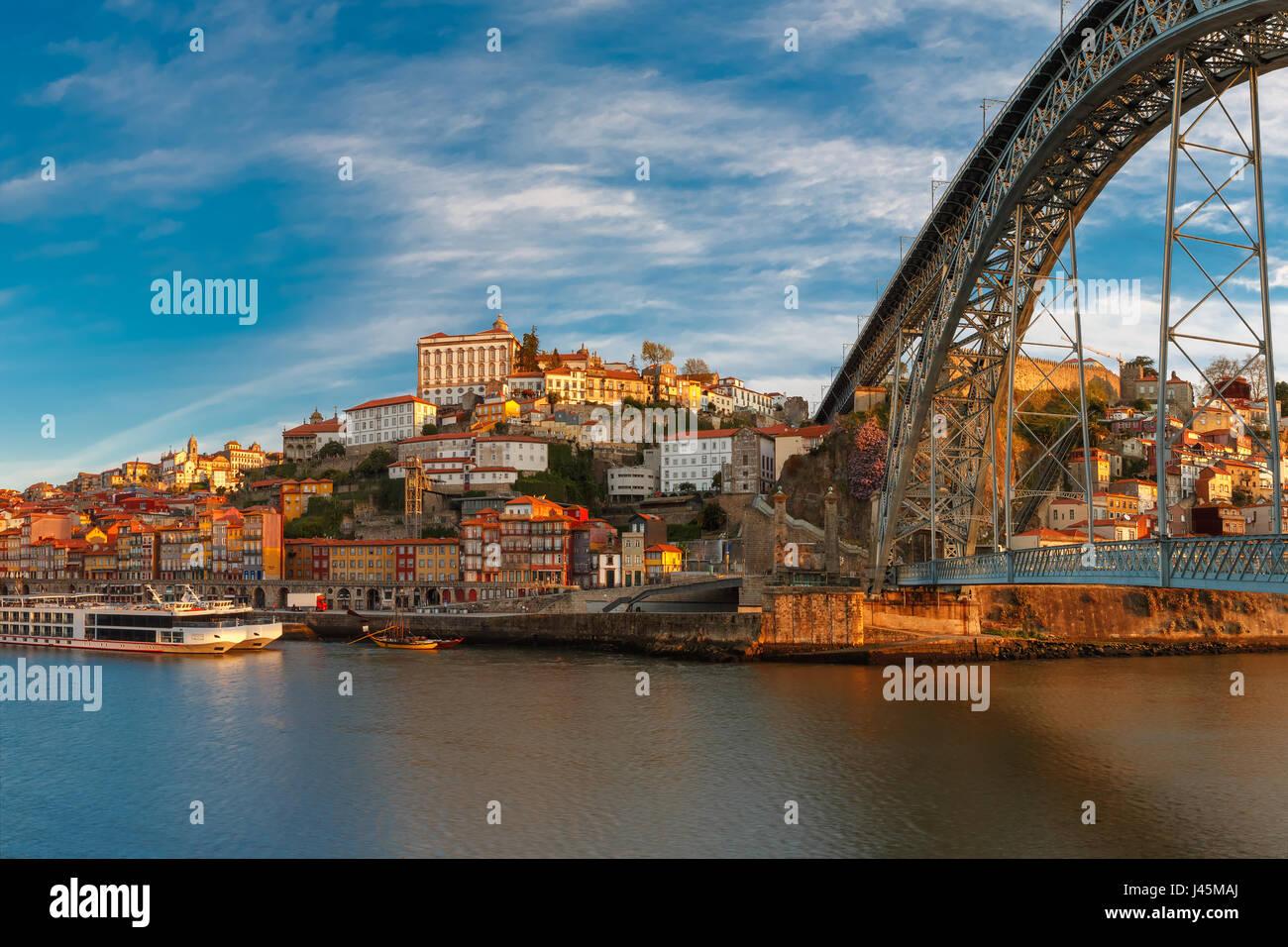 Douro river and Dom Luis bridge, Porto, Portugal. - Stock Image