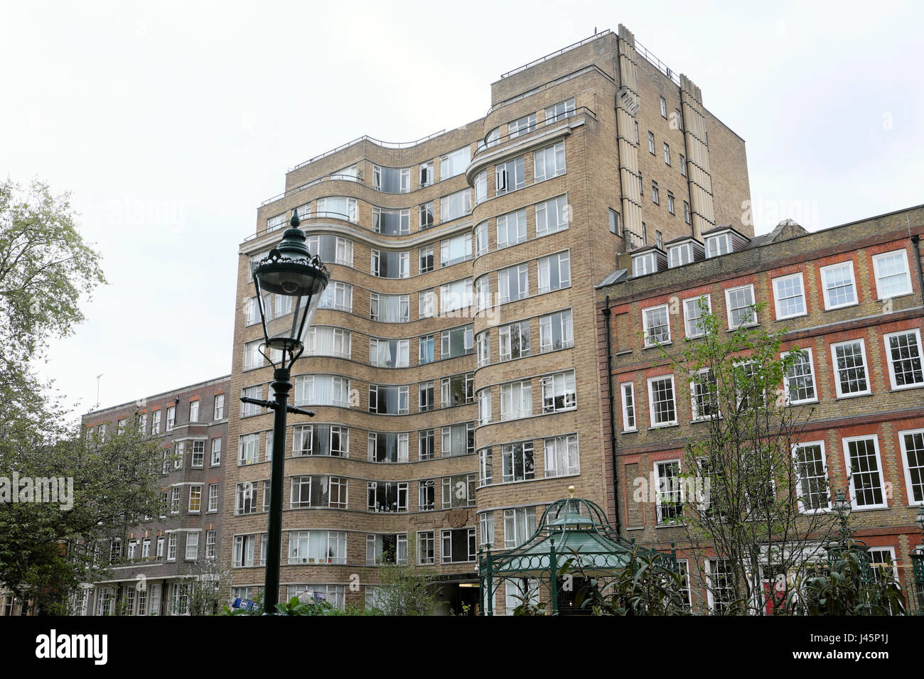 Art Deco apartment building Florin Court in Charterhouse Square, London EC1  KATHY DEWITT - Stock Image
