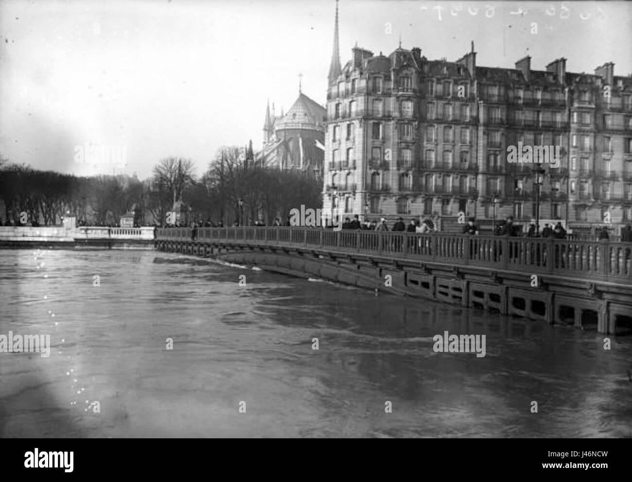 Paris 1910 Inondation pont Saint Louis - Stock Image