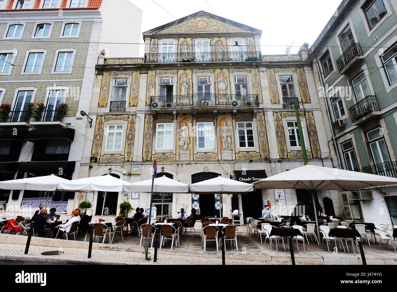 Building with Painted murals in Rua Da Trindade, Lisbon. - Stock Image