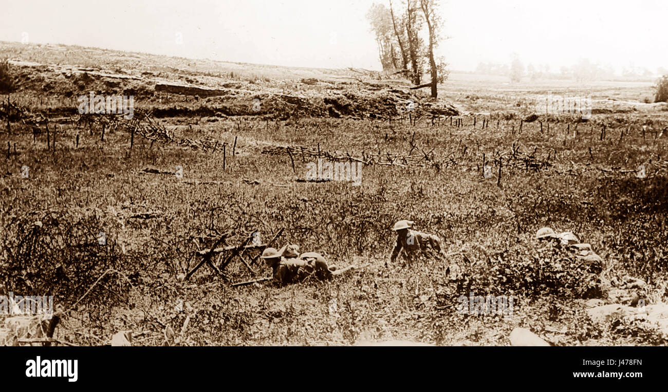 WW1 - Battle of Albert - Patrol crawling towards German trenches during the attack on Beaumont Hamel - 1st July Stock Photo