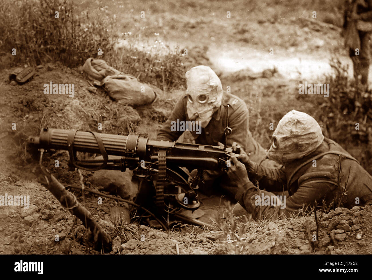 WW1 - Battle of the Somme - machine gunners wearing gas helmets near Ovillers - July 1916 Stock Photo