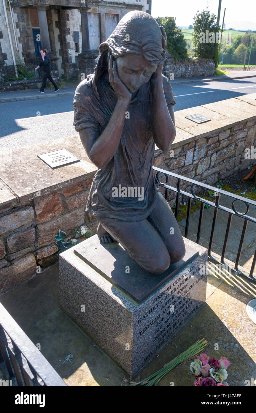 Memorial statue. The Claudy bombing occurred on 31 July 1972, when three car bombs exploded mid-morning on the Main - Stock Image
