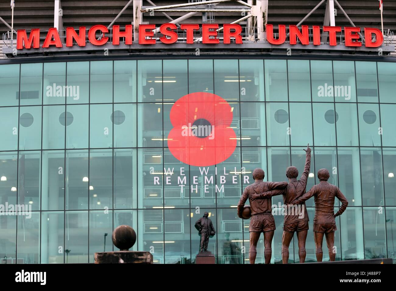 WE WILL REMEMBER THEM POPPY OLD TRAFFORD STADIUM OLD TRAFFORD MANCHESTER ENGLAND 07 November 2015 - Stock Image