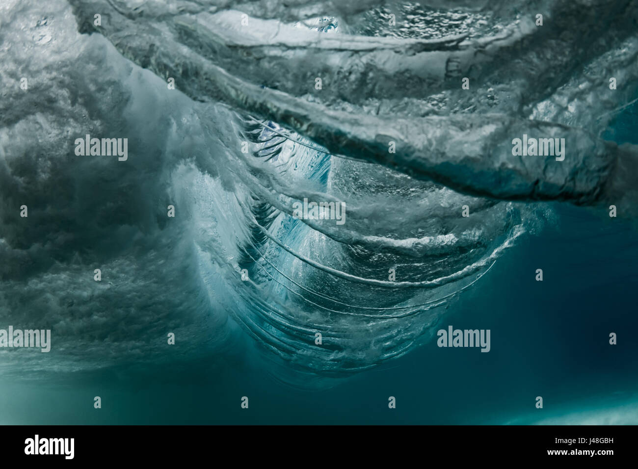 HAWAII, USA: INCREDIBLE images have revealed the anatomy of a wave ...