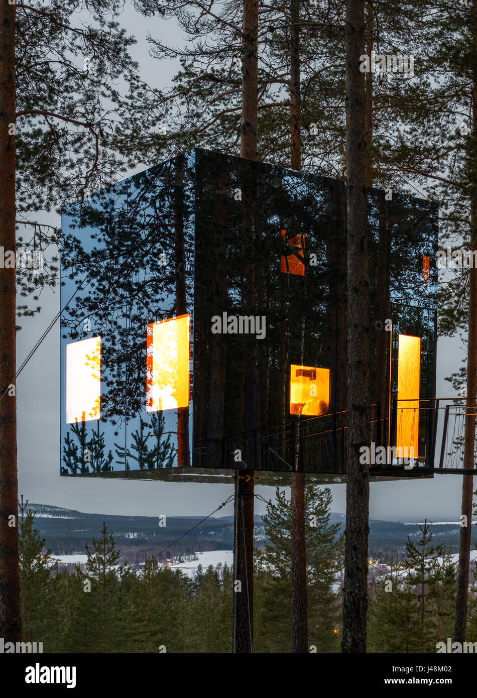 Accommodation In The Woods Known As The Mirrorcube At The
