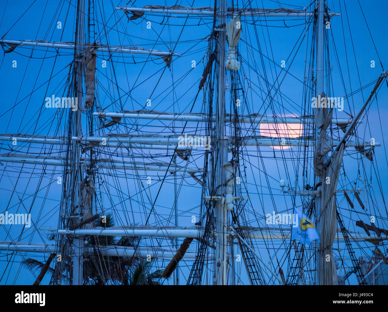 Las Palmas, Gran Canaria, Canary Islands, Spain, 10th May 2017.  The full Moon rises behind the rigging of Tall - Stock Image