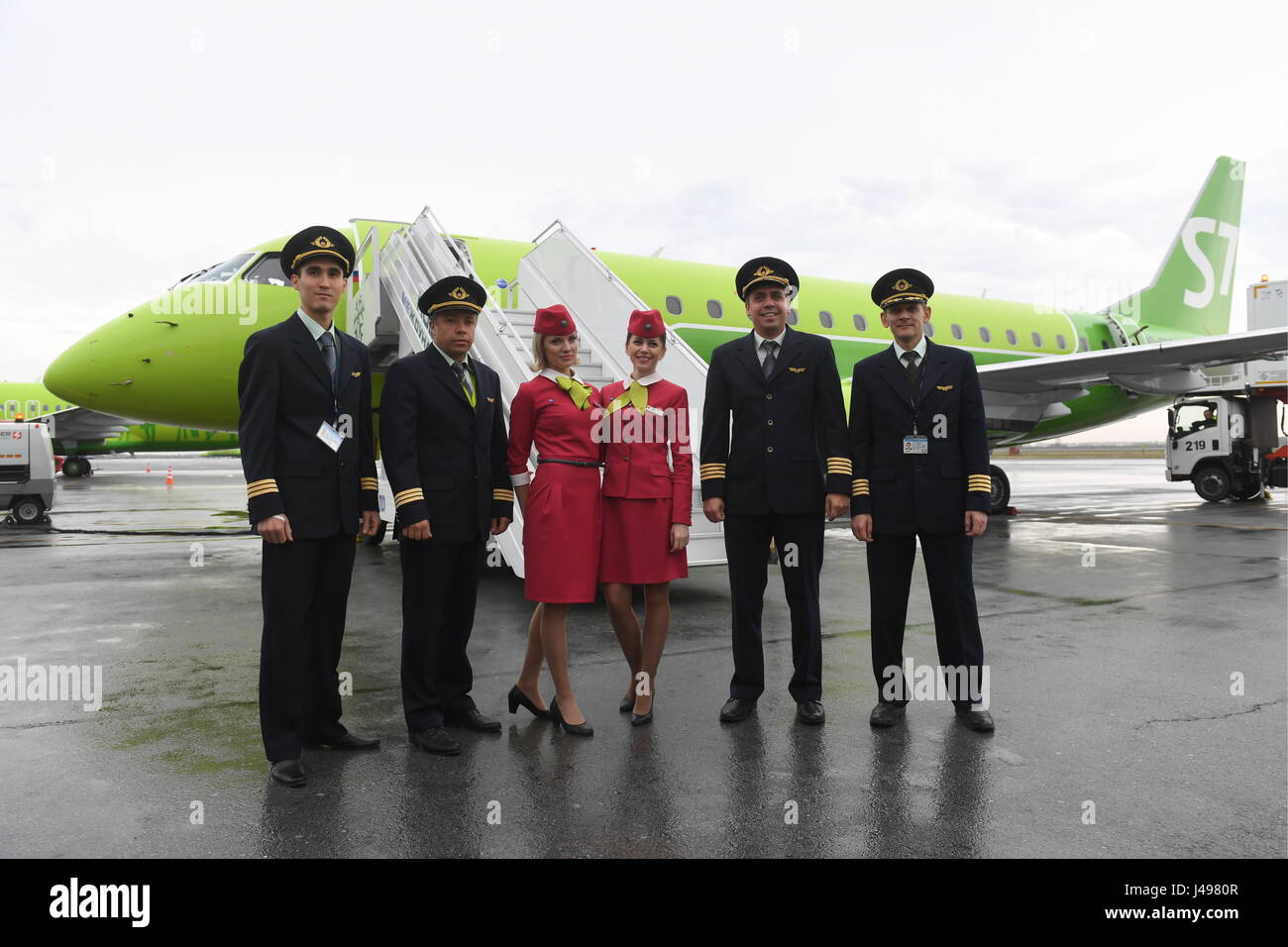 Novosibirsk, Russia. 11th May, 2017. A flight crew of an Embraer 170-LR passenger plane of S7 Airlines. A new livery - Stock Image