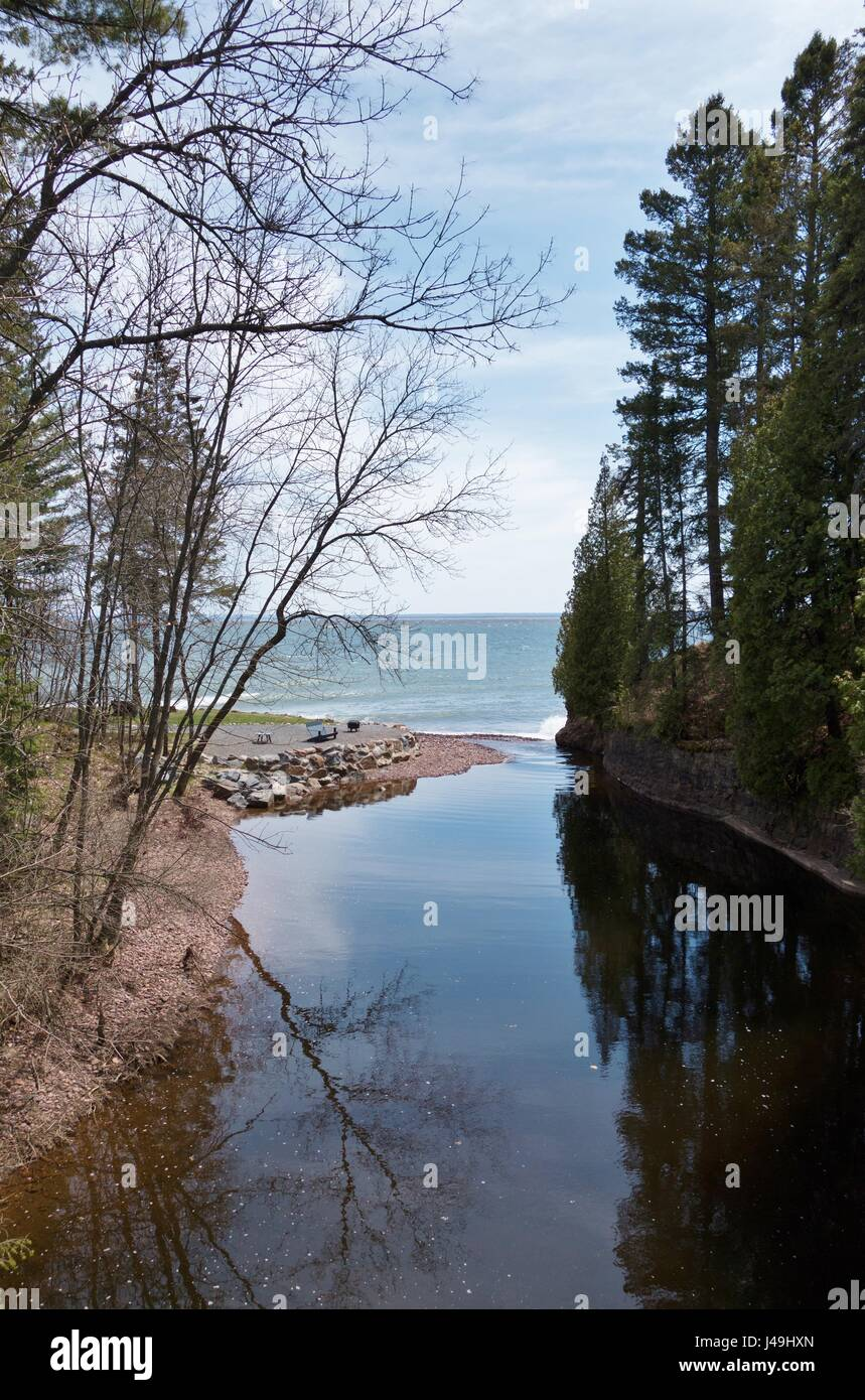 A creek running into Lake Superior at Glensheen Mansion in Duluth, Minnesota, USA. - Stock Image