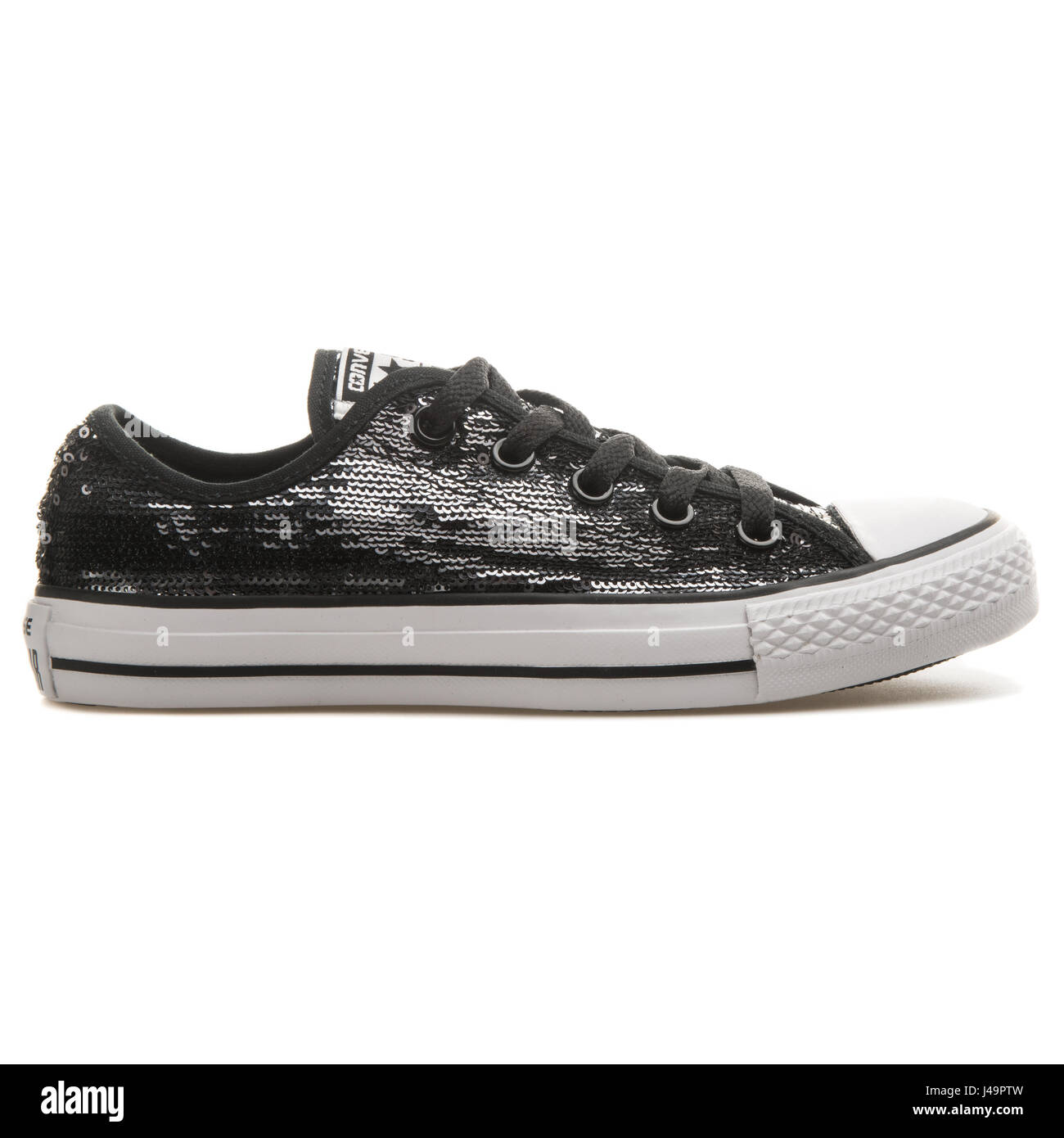 Difettoso Moschea efficacia  Converse Chuck Taylor All Star CT Sequin OX Black - 549665C Stock Photo -  Alamy