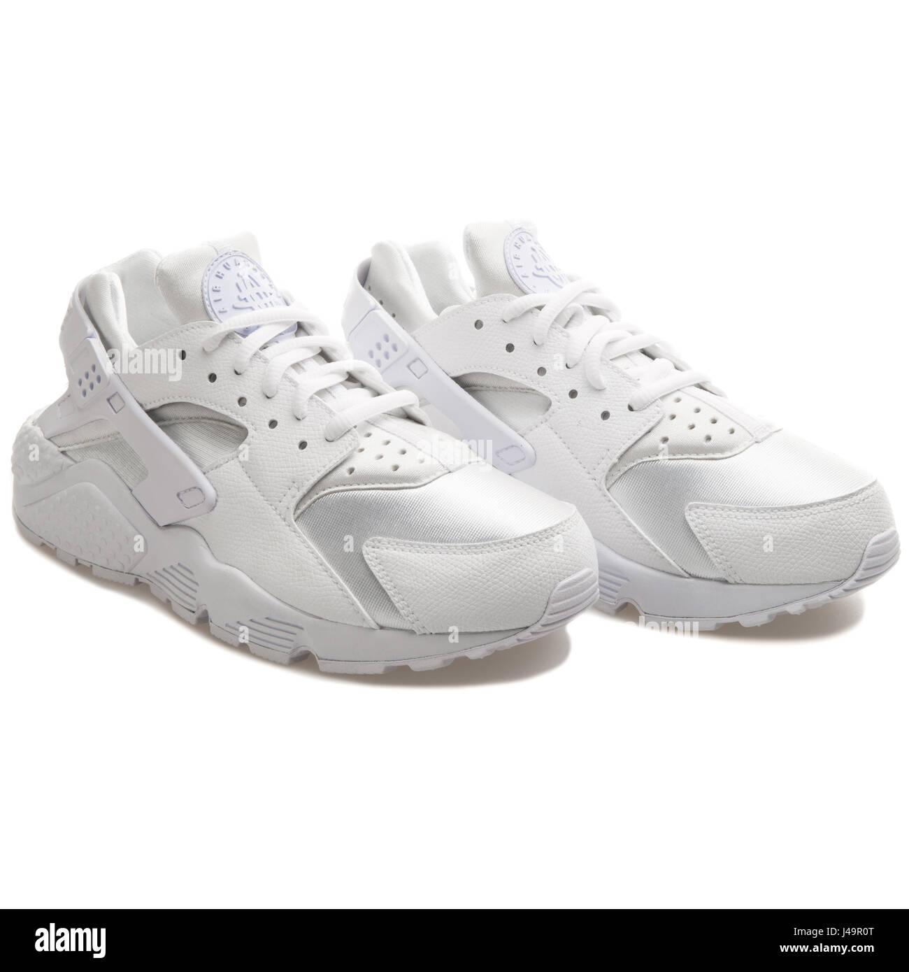 official photos b999e 332c4 Nike WMNS Air Huarache Run White - 634835-106 - Stock Image
