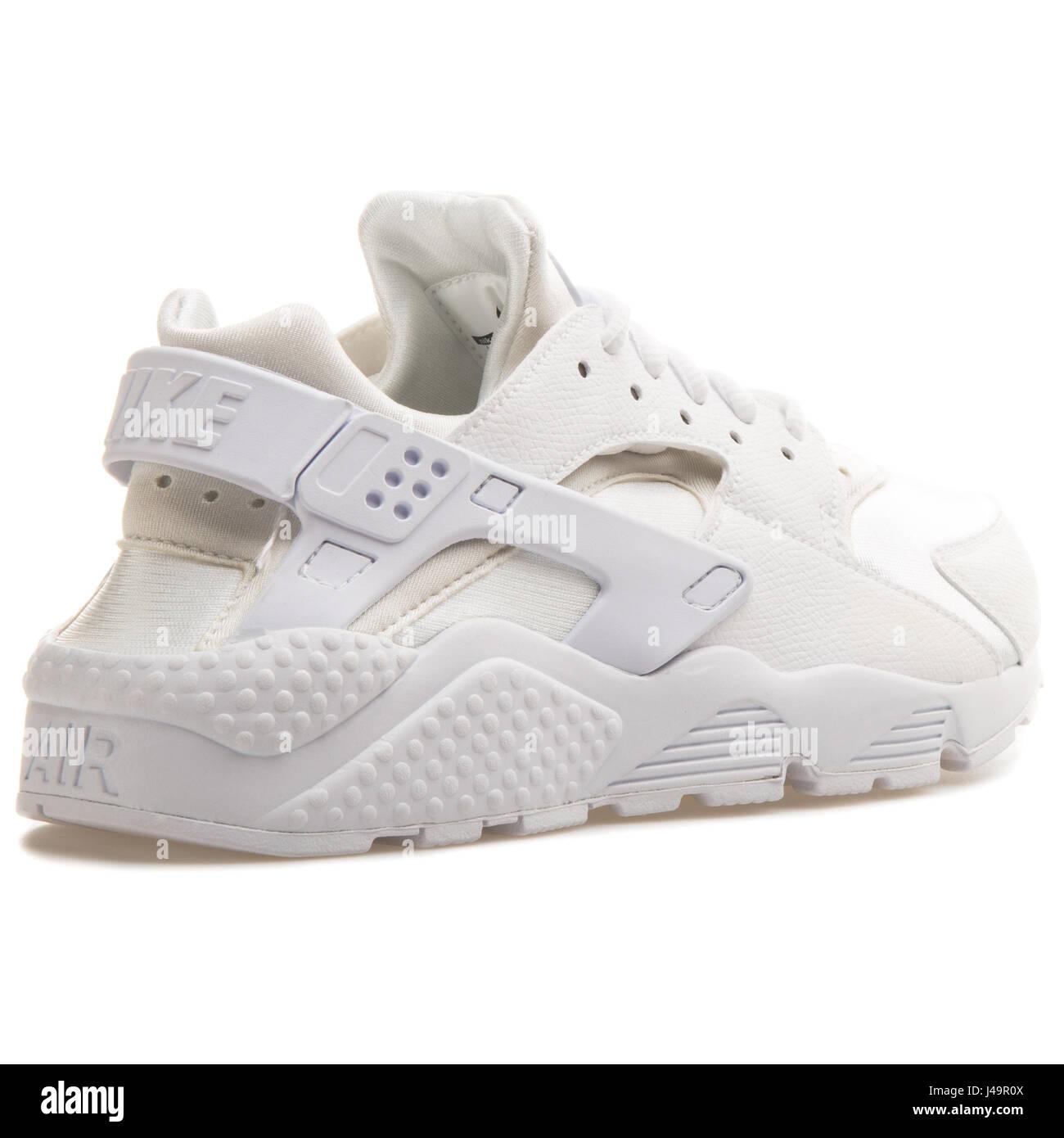 outlet store 37680 e29bc Nike WMNS Air Huarache Run White - 634835-106