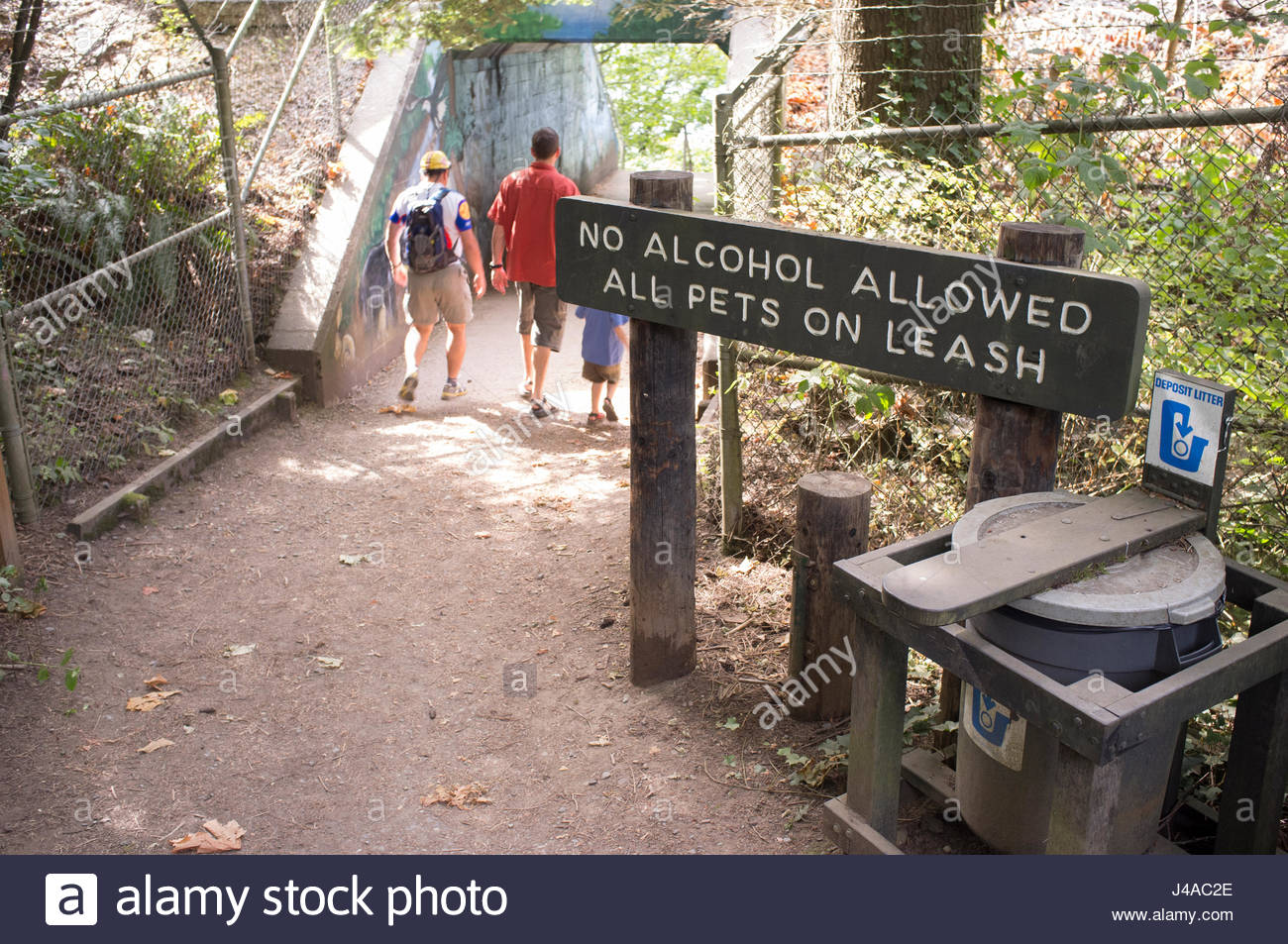 Trash can and sign prohibiting alcohol, Larrabee State Park, Bellingham, Whatcom County, Washington, USA - Stock Image