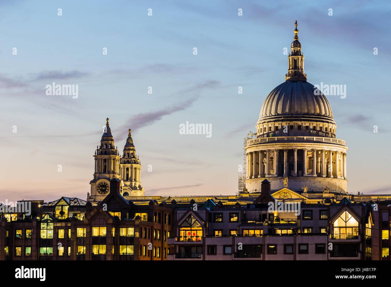 St. Pauls Cathedral in twilight, London - Stock Image