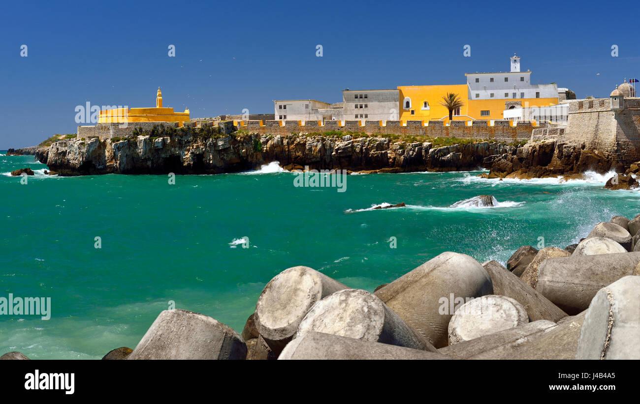 Coastal view of the Fortaleza de Peniche - Stock Image