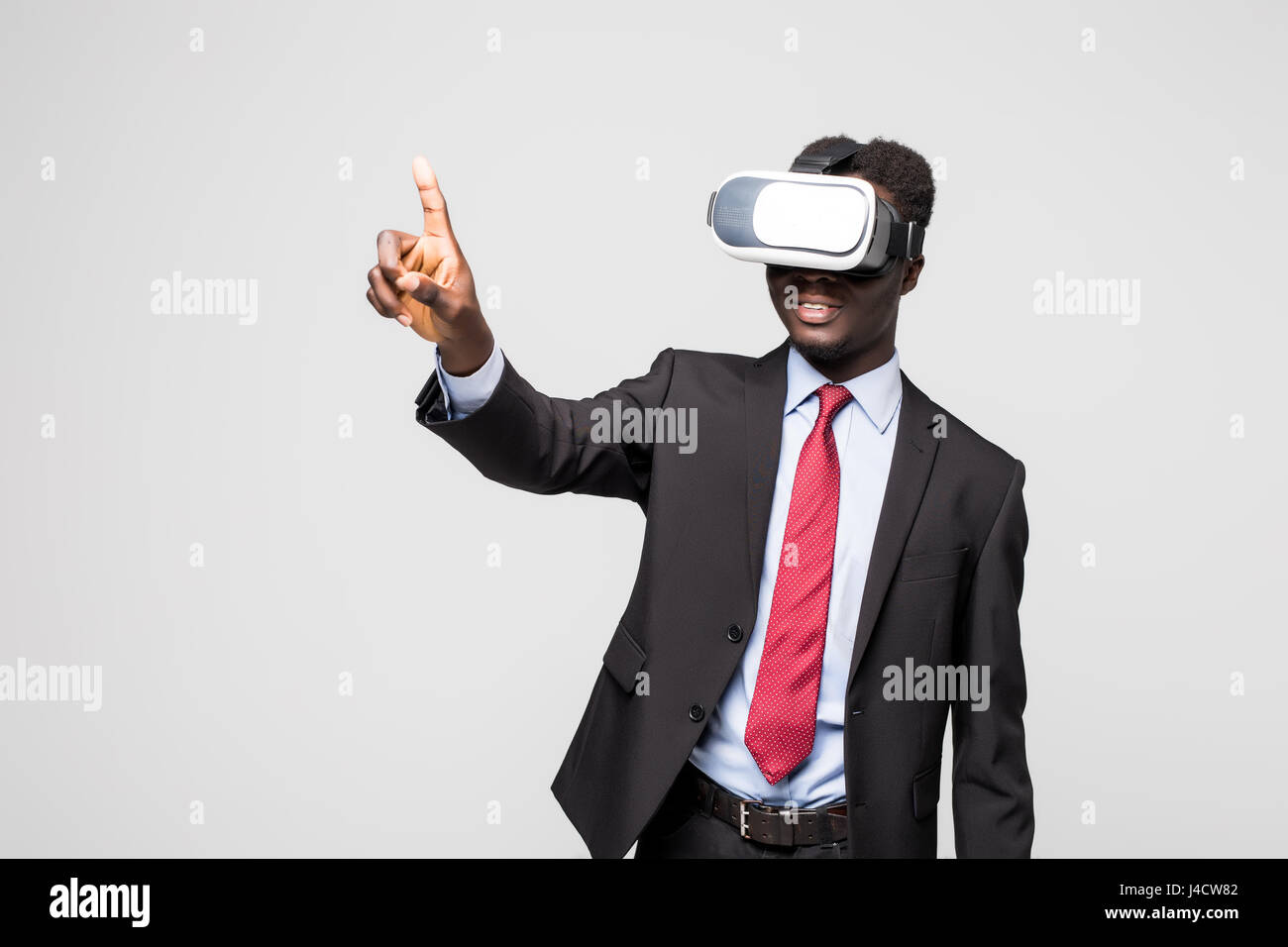 54790e698c98 African American young man wearing vr virtual reality headset - Stock Image