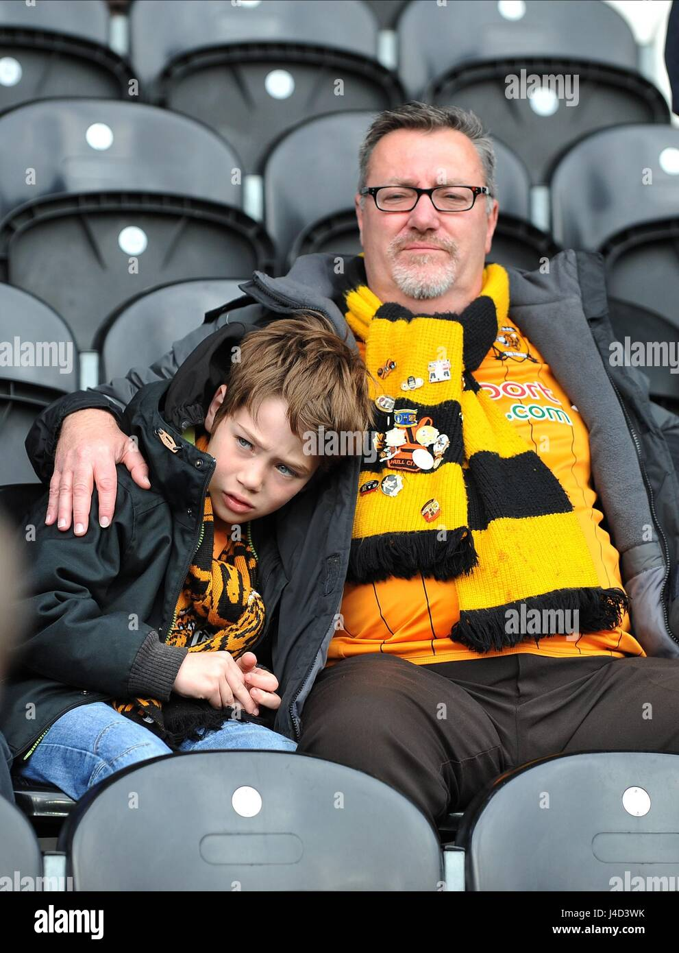 A TEARFUL YOUNG HULL FAN HULL CITY FC V BURNLEY FC HULL CITY FC V BURNLEY FC KC STADIUM HULL ENGLAND 09 May 2015 - Stock Image