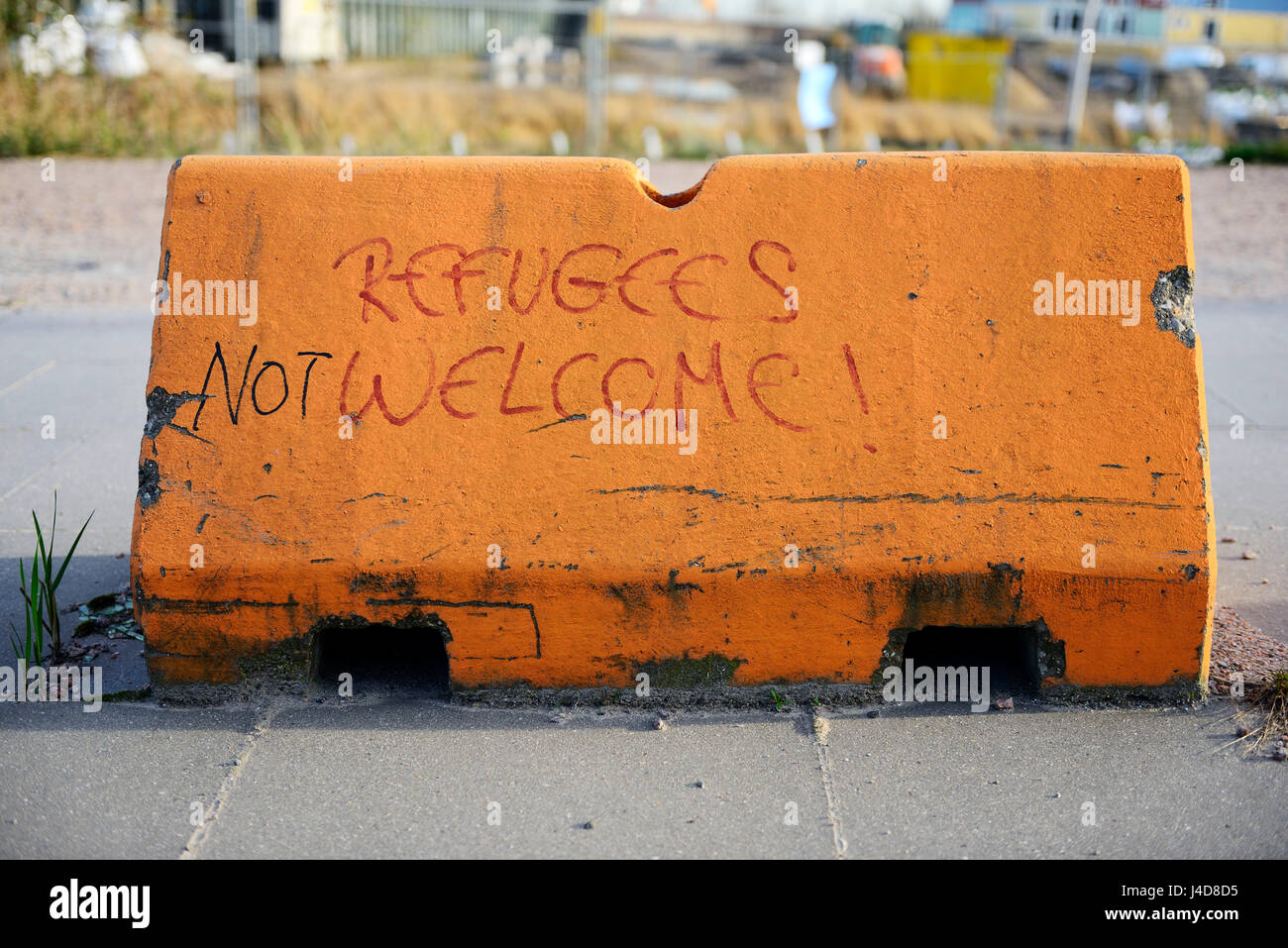 Approval and protest to the refugee policy in Hamburg, Germany, Europe, Zustimmung und Protest zur Fluechtlingspolitik - Stock Image